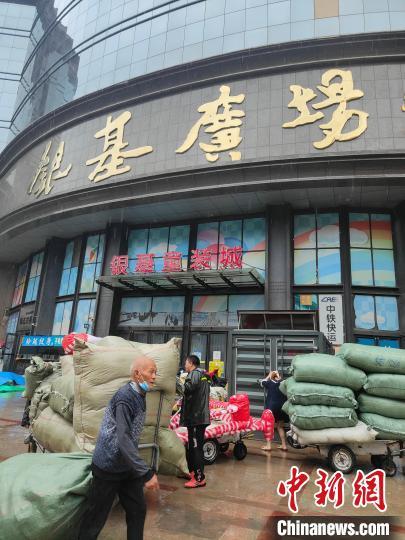 雨还在下,但郑州烟火味正归来