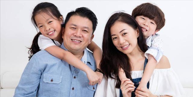 家长要顾虑孩子的感受,有些行为做不得,以免影响孩子的性格发育