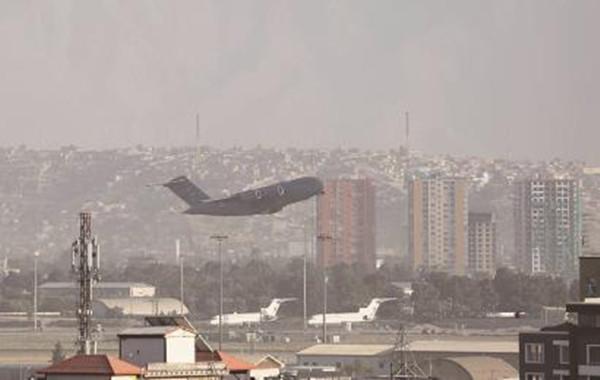 喀布尔机场:风雨国门见证悲欢