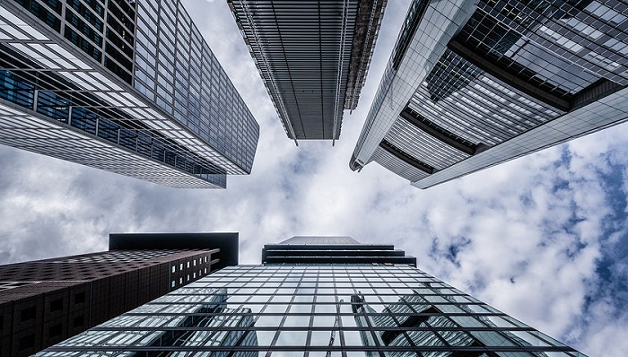 金科股份扣非净利负增长,主营毛利率全面下滑,少数股东权益再度上涨