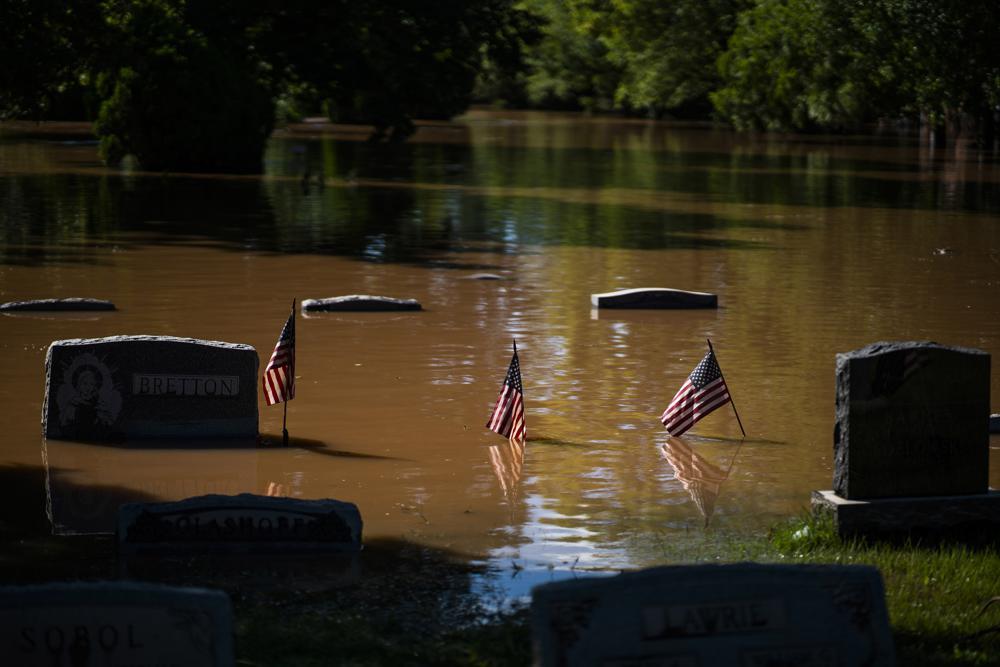 飓风致63人死、近80万户断电 拜登:美国人沮丧