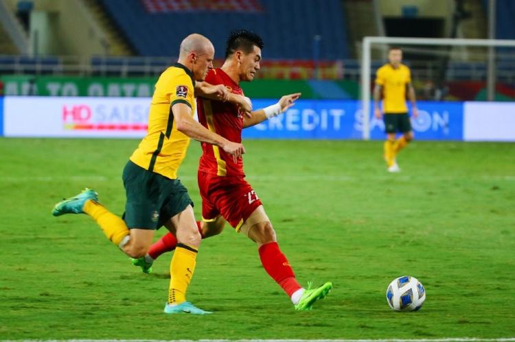 0-1!对澳大利亚仅一球小负,且场面占优,国足何以胜如此越南