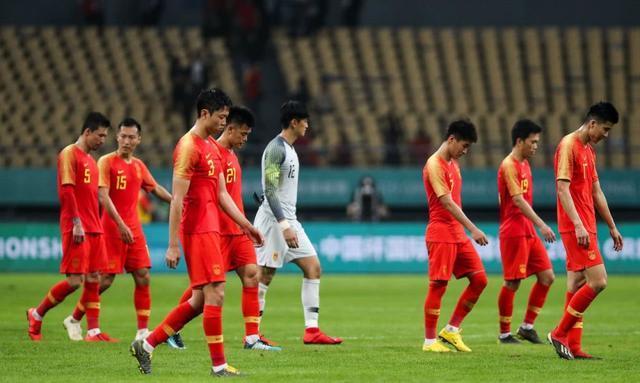 越南队一细节暗示国足又难了,李铁望带队拿3分,遭外界纷纷看衰