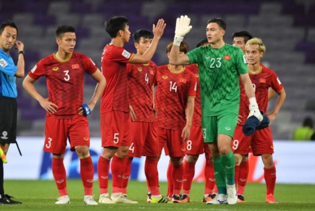 1-1变0-1!越南遭致命误判,公开施压FIFA亚足联,把压力丢给国足
