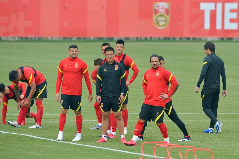 强大的国足!越南媒体客观看待中国男足,艾克森让越南男足很担心