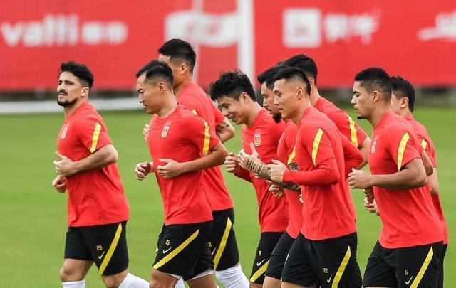 恒大系球员心态出问题,上4大归化能否狂胜越南?于大宝该打中锋