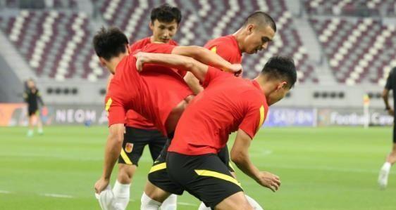国足抵达阿联酋,一个月的集训会有何效果,能战胜越南吗?