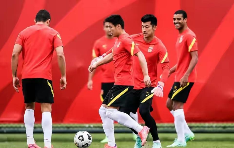 泰山锋霸或助国足取世预赛首球,与越南比赛李铁可重用这两人