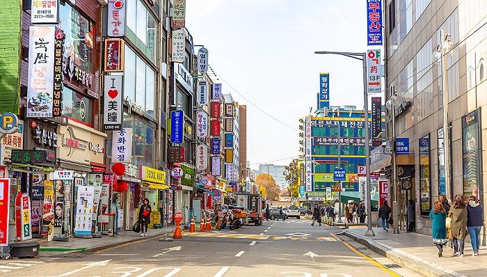 """韩国购物天堂变""""地狱"""",明洞近八成韩妆店倒闭歇业"""