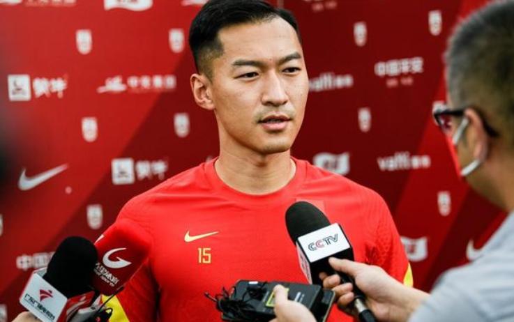 吴曦站出来回应越南球迷和媒体言论:嘴上说没用,要看场上较量