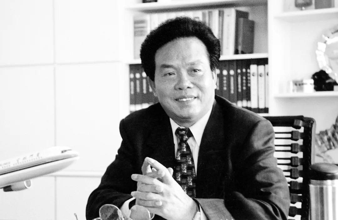 吴荣南担任厦门航空总经理时的照片