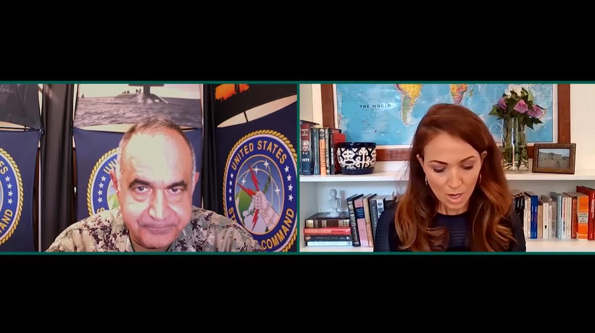 美国战略司令部司令查尔斯·理查德 (左) 视频截图