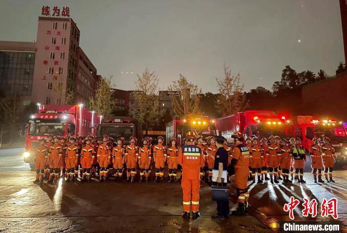 地震救援队伍集结出发。 四川消防供图