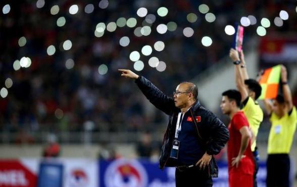 国足12强赛被沙特操控,裁判曾收报酬,判越南俩点球又执法中沙战