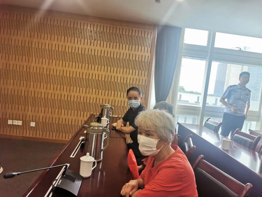 同在杭州58年却一直在错过 一次搭话改变6个人的命运