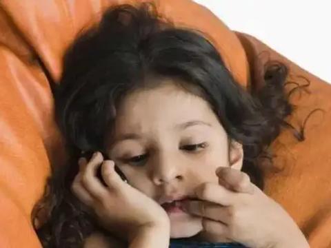 孩子超过这个年龄还咬指甲,影响健康甚至是病,父母不能忽视