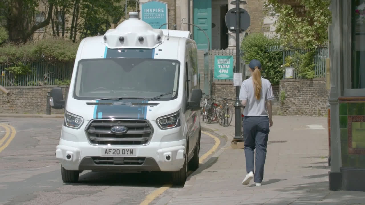 福特欧洲搞的V363全顺自动送货上门概念快递车……
