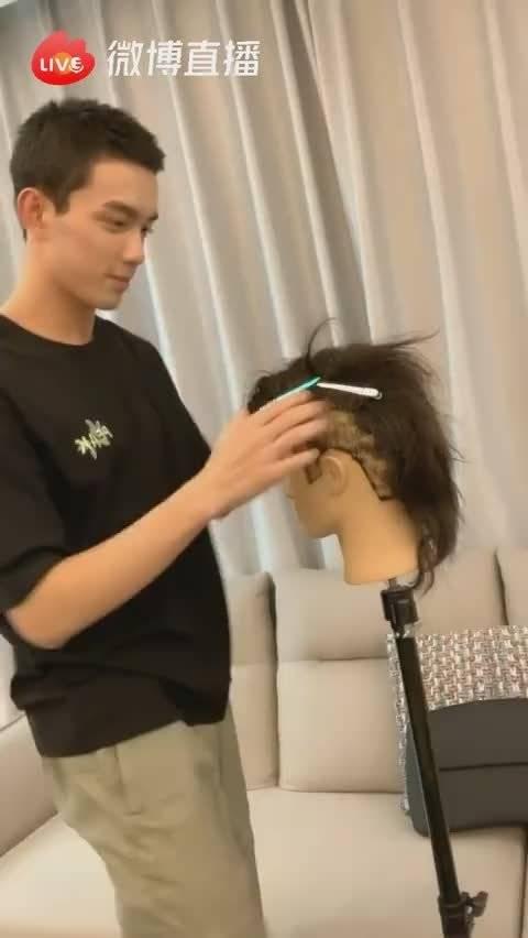 把模特头发剪秃了哈哈哈哈哈哈哈哈