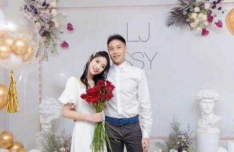 舒思瑶正式发文回应,嫁大龄多金优质男,直言:自己嫁给了爱情