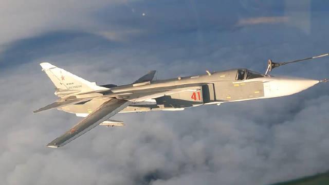光线真舒服!利佩茨克地区Su-30SM和Su-24M战机进行空中加油!
