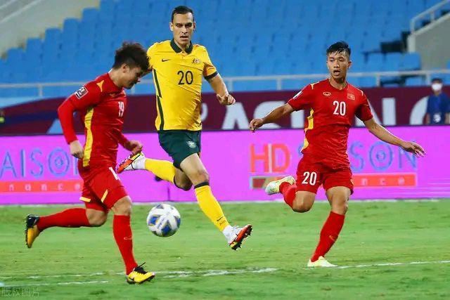 """越南队3-2国奥,""""越南梅西""""阮公凤梅开二度,国足需重点盯防"""
