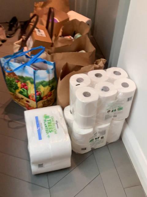在纽约的单身生活,又没有车,这时你需要百货超市的送货服务……