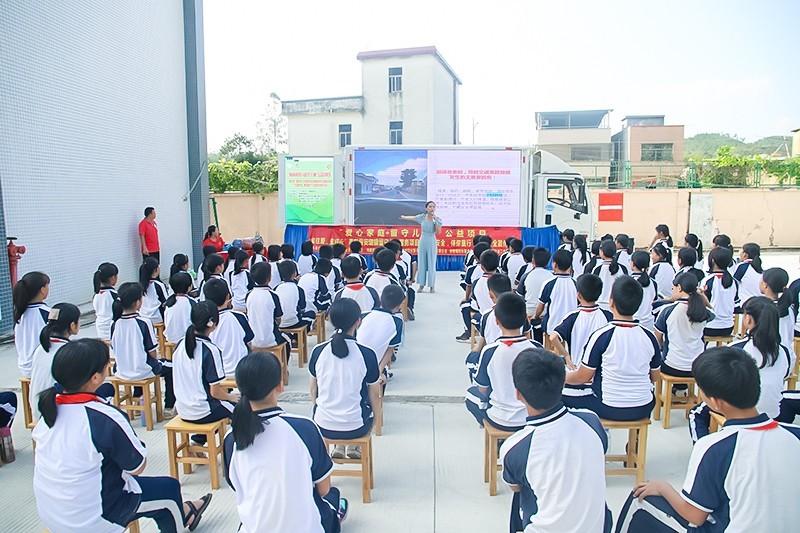 广东惠东:交通安全宣传活动走进洋潭学校小学部