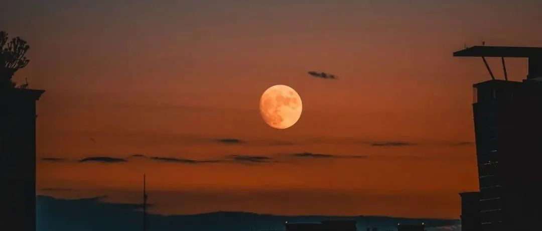 昨夜,成都美翻天!我们还拍到了月球环形山