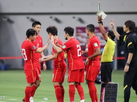 队长+3人缺席合练!国足2场世预赛迎三重考验,主场踢越南获绿灯