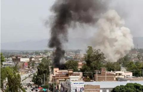 """""""伊斯兰国""""组织声称对阿富汗塔利班发动多次炸弹袭击"""
