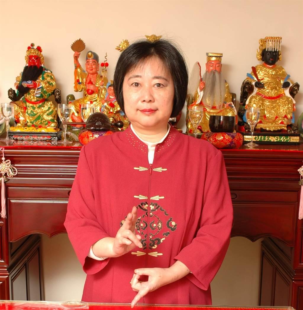 """台湾艺人去世,通灵师宣称""""他的鬼魂拱手感谢蔡英文"""""""