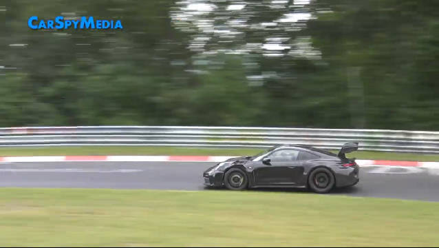 视频:保时捷911 GT3 RS测试,新车的鹅颈尾翼看起来比车身都宽了~
