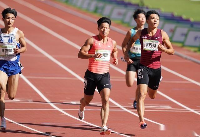 9.95秒夺冠!苏炳添又创纪录太无解,比东京奥运会快了0.03秒
