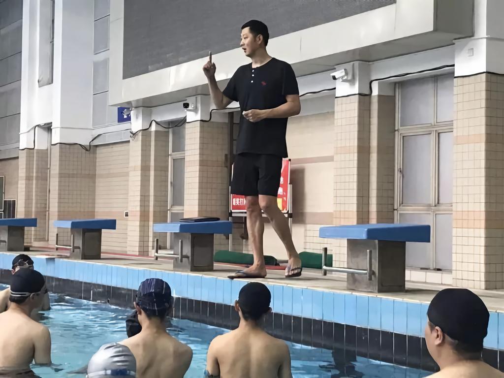"""独家专访 从游泳健将到全国劳模!他在体育行业的职业技能""""全运会""""上圆梦"""