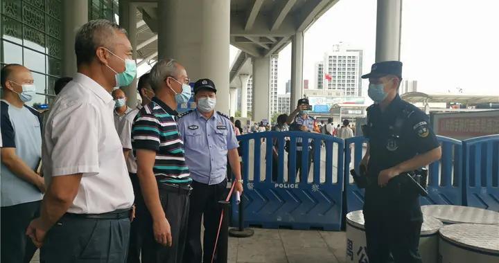 番禺区长陈德俊到广州南站检查中秋假期旅客运输保障和疫情防控工作