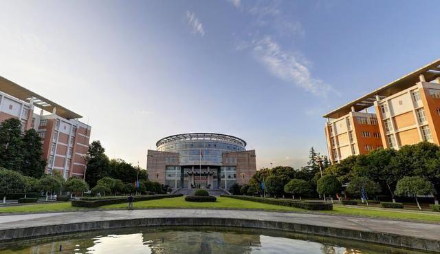 全國十強工程大學排名,哈工大居榜首,這3所學校_大學就業率