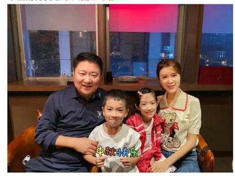46岁金巧巧近况曝光,曾与吴启华相恋,嫁入豪门生一双儿女很幸福