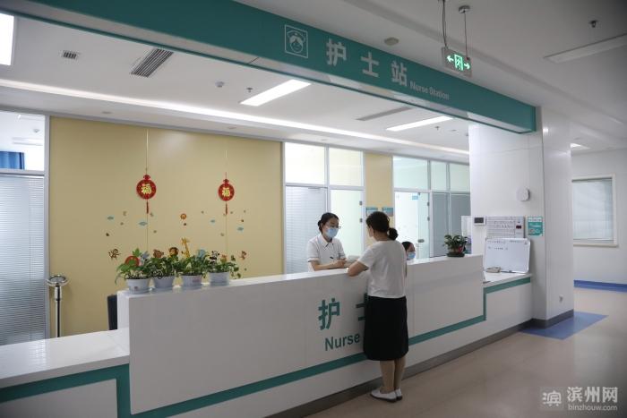 """【我为群众办实事】滨州市中心医院:入院出院""""床旁结算""""患者省心省力省钱"""