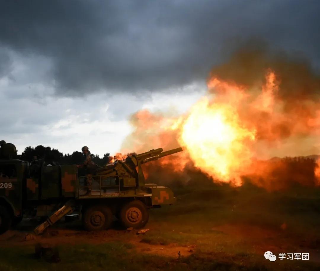 烎!多型火炮跨昼夜实弹射击