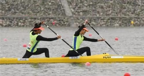 贵州队余石芬卢小运勇夺女子500米双人划艇银牌