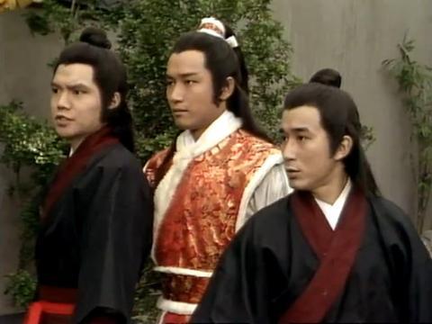 艾威两次出演射雕英雄传,前后相隔11年,由侍从成长为郭靖的师父