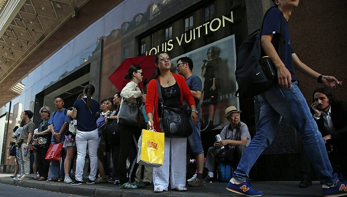"""靠在欧洲做""""代购"""",这家中国奢侈品电商拿下近3亿融资"""