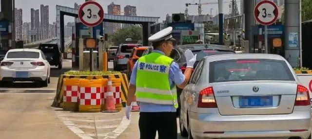 开车经过杭州被刮擦 杭州高速交警5分钟赶到现场