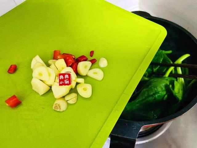 假期饮食太油腻了,那就来一盘木耳菜吧,清热解毒,润肠通便