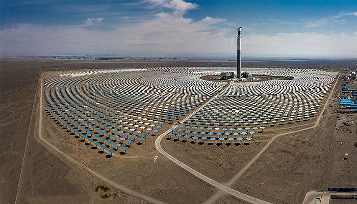 新疆熔鹽塔式光熱發電站?圖片來源:圖蟲創意