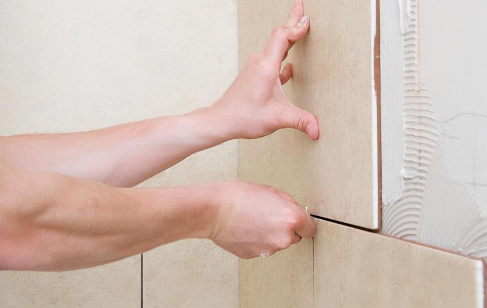 同样是铺瓷砖,<a href=