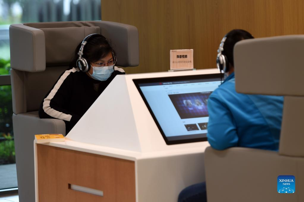 Poeple watch documentary videos at the Shijiazhuang Library in Shijiazhuang, capital of north China's Hebei Province, Oct. 6, 2021. The library hosted a series of cultural events to better entertain visitors during the week-long National Day holiday starting from Oct. 1. (Xinhua/Luo Xuefeng)
