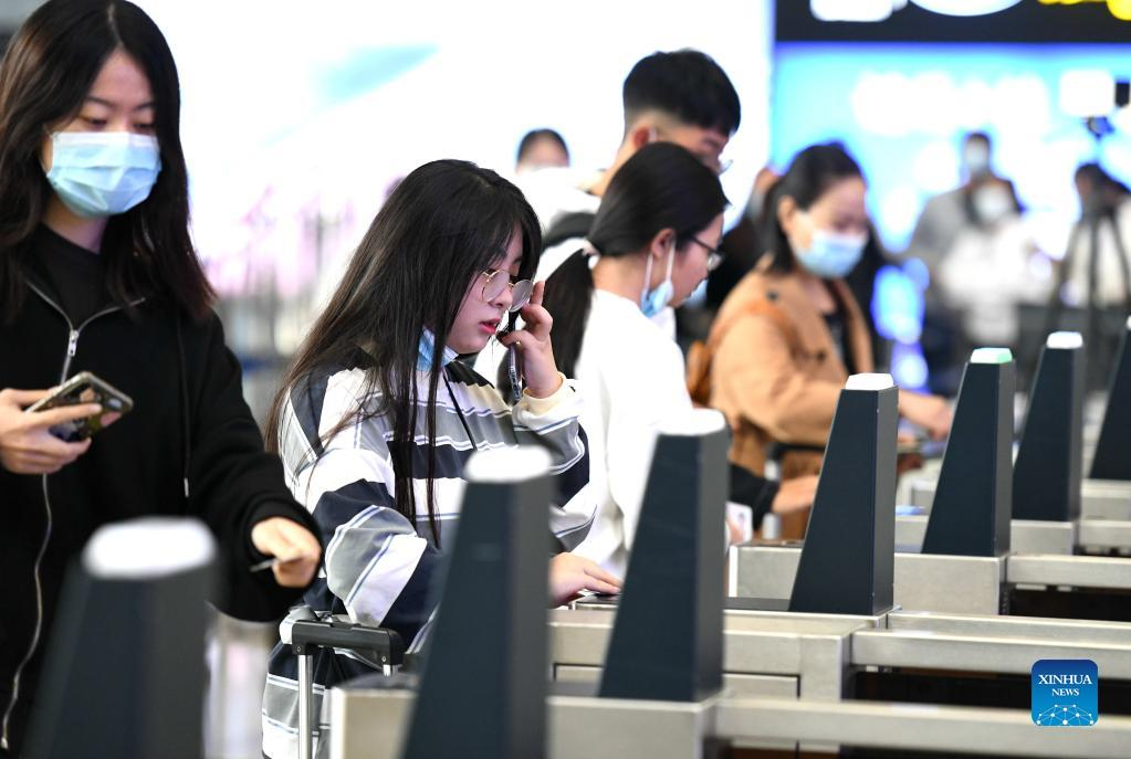 Passengers check in via the facial recognition system at the Shijiazhuang railway station in Shijiazhuang, north China's Hebei Province, Oct. 7, 2021. Transportation hubs across China are witnessing the peak of return passengers as the week-long holiday draws to an end on Thursday. (Photo by Chen Qibao/Xinhua)