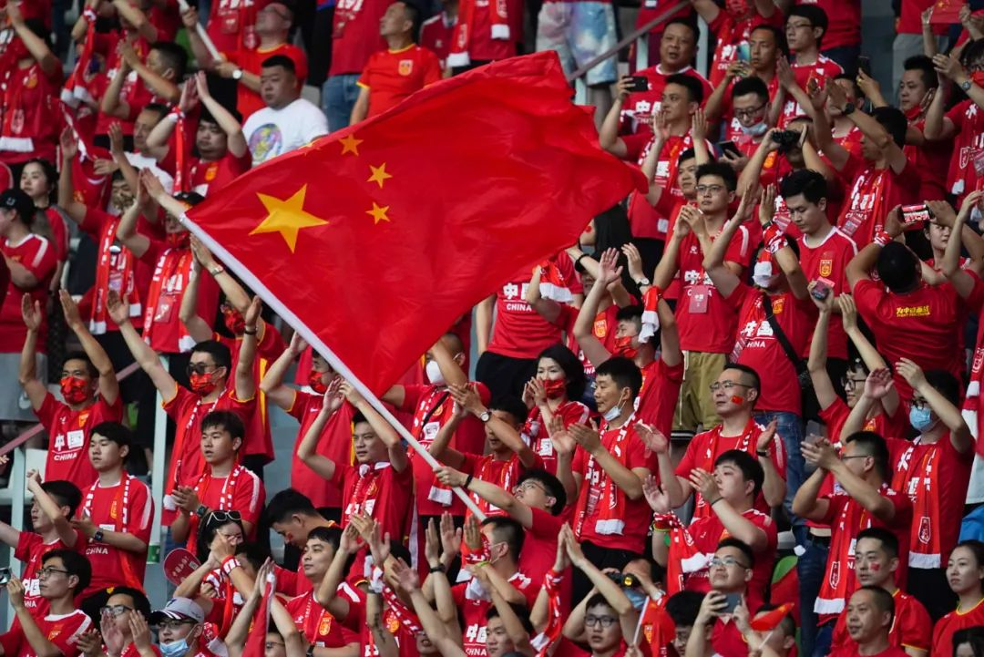 世预赛40强赛国足对阵关岛次回合比赛中,久违的主场球迷。图片来源:视觉中国
