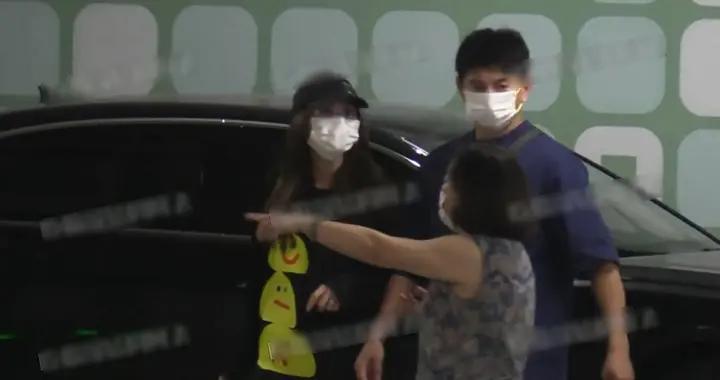 吴奇隆一家三口同框露面,刘诗诗推着婴儿车,两岁儿子呆萌可爱